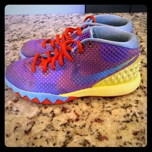 Nike kyrie Irving youth shoes